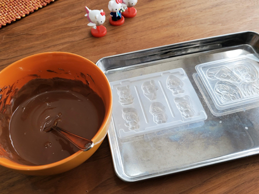 チョコエッグのチョコとグミの空ケース