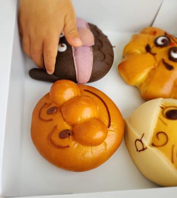 横浜アンパンマンこどもミュージアムで買ったアンパンマンパン、バイキンマンパン、クリームパンダ、ロールパンナちゃん