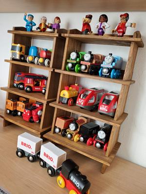 木製トーマスとブリオの木製汽車の収納棚