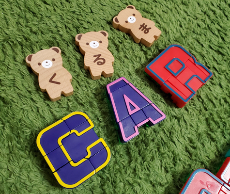アルファベット トランスフォーマーロボットで単語遊び